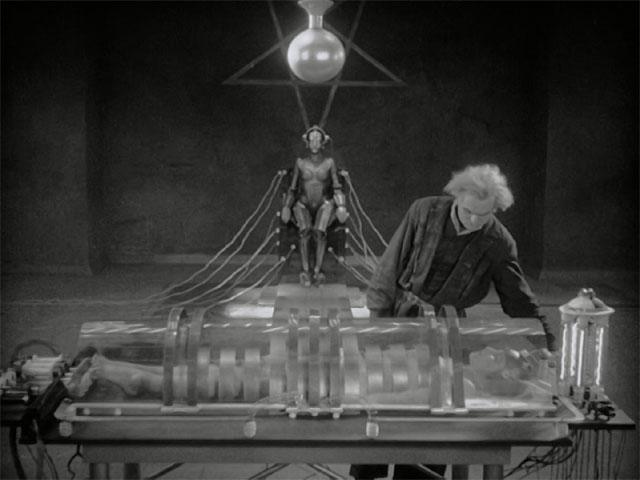 """""""Metrópolis"""" (3/3): la programación mental es la madre del cordero"""