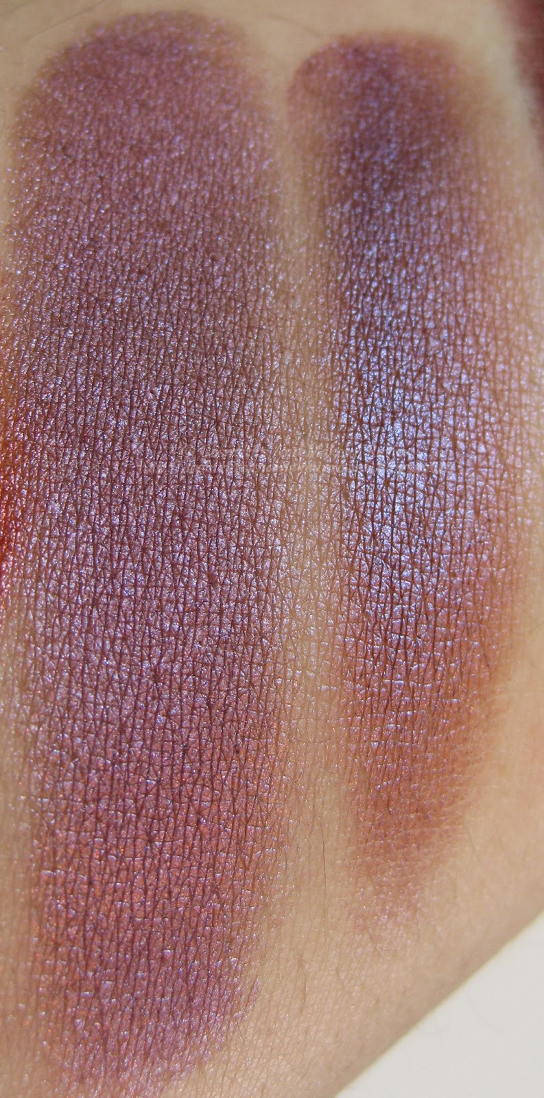 Neve Cosmetics - Pop Society Collection - Fuseaux swatches asciutto (sx) e bagnato (dx)