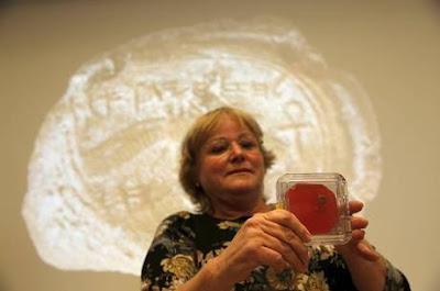 Selo do rei bíblico Ezequias é encontrada em Jerusalém