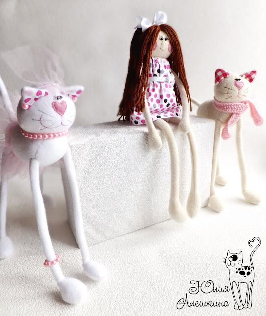 Новая кукла-длинноножка и кошки