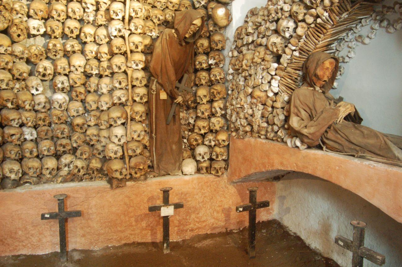 lampadari via veneto : Alla scoperta di Roma: Cripta dei Cappuccini a Via Veneto