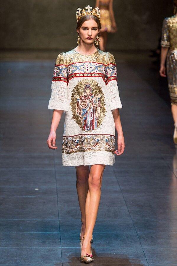 Dolce   Gabbana presenta la tendenza moda donna per la collezione autunno  inverno 2013 2014 2bb59be1bc3