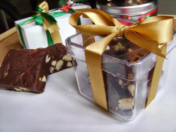 fudges de chocolate em caixa acrilica, ideal para brindes