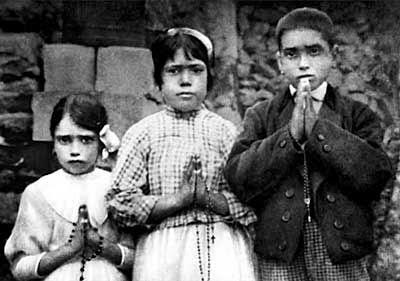 El milagro de Fátima. Lúcia, Francisco y Jacinta (Fuente: Wikimedia Commons)