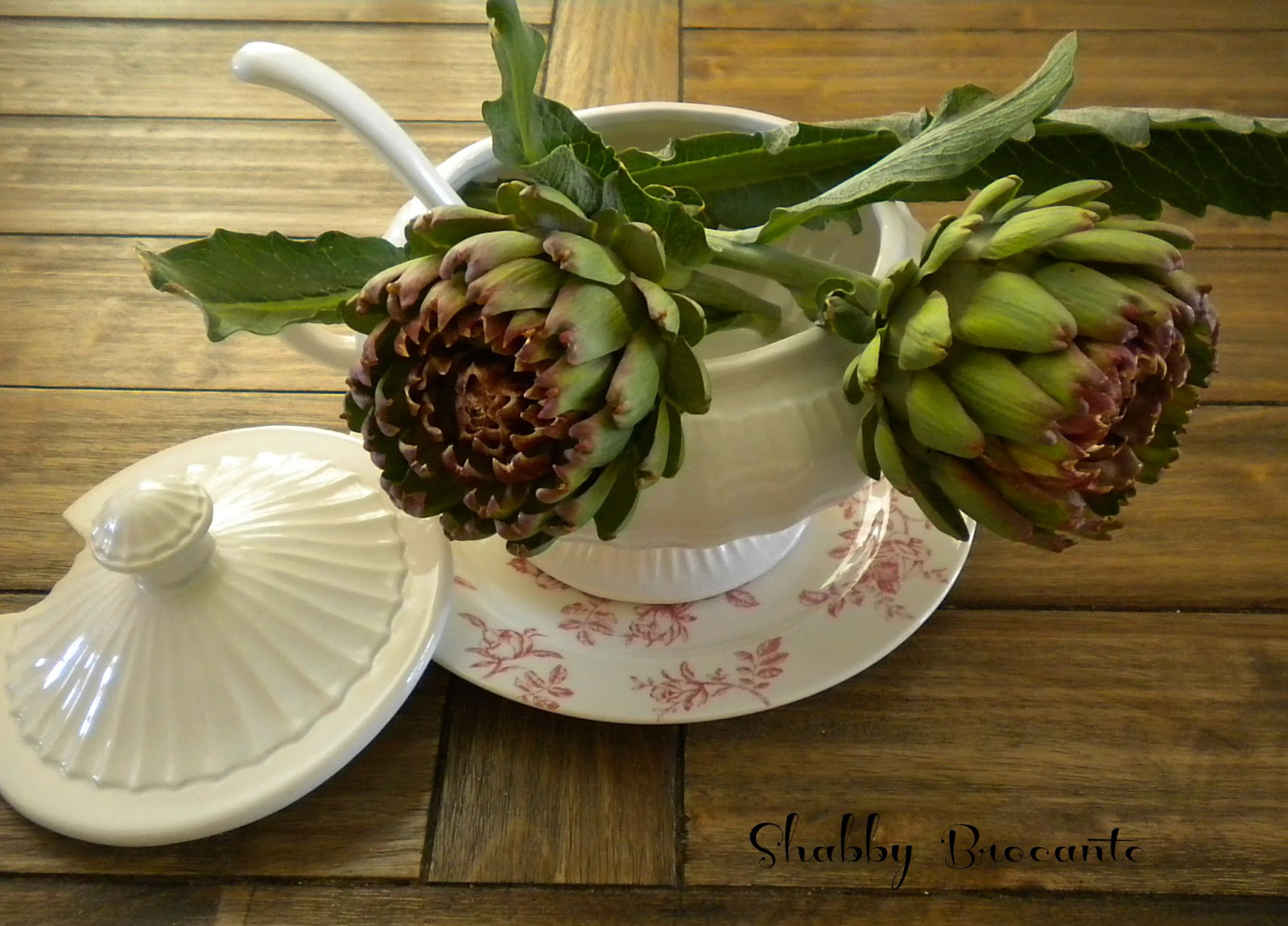 Shabby brocante artichokes preparing them and using them for Artichoke decoration