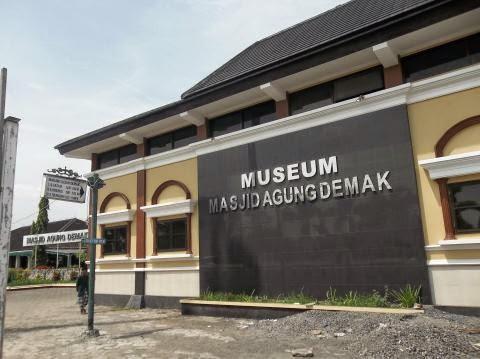 Gambar museum Masjid Agung Demak
