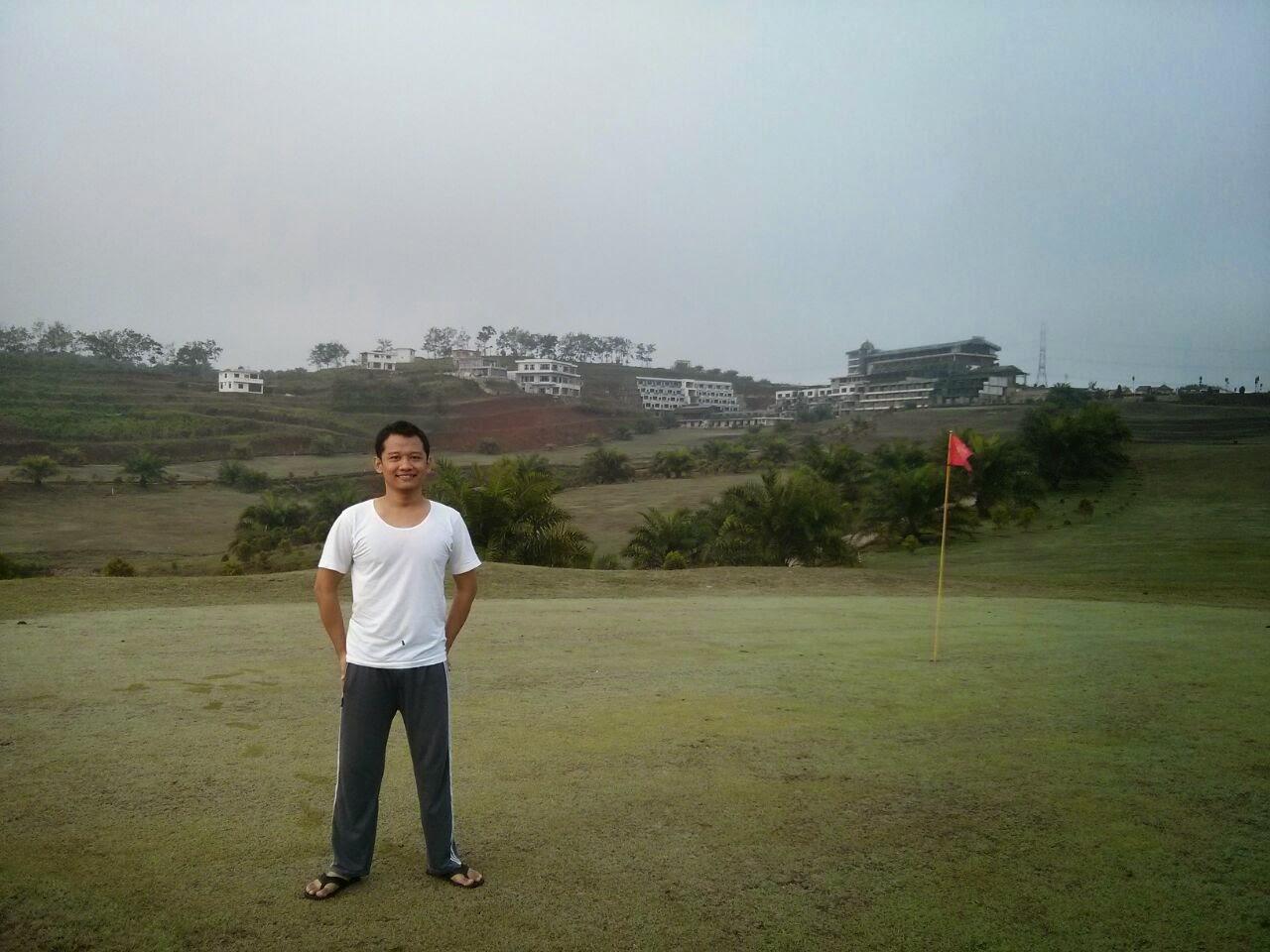 Jalan Pagi Di Lapangan Golf (Hotel Golf Resort Cikidang Sukabumi)