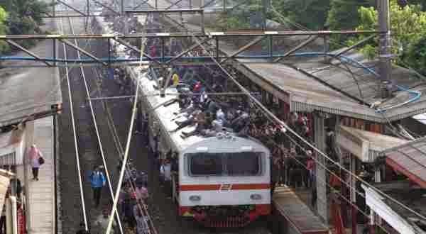 Daftar Lengkap Kenaikan Tarif Kereta Api Terbaru Per 1 Januari 2015