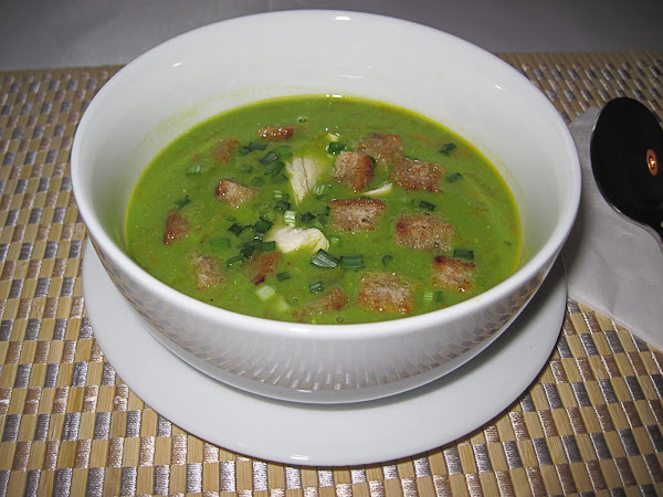Гороховый суп-пюре с чесночными гренками