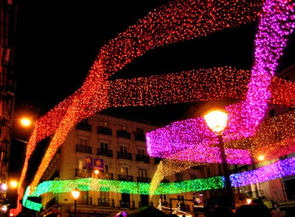 Serpentinas en Plaza de Chueca, vista nocturna