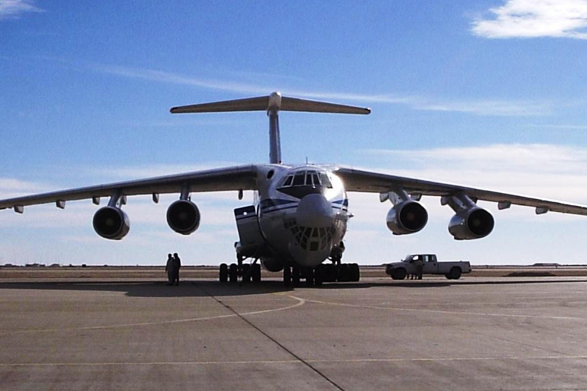 Pesawat Ilyushin Il-476