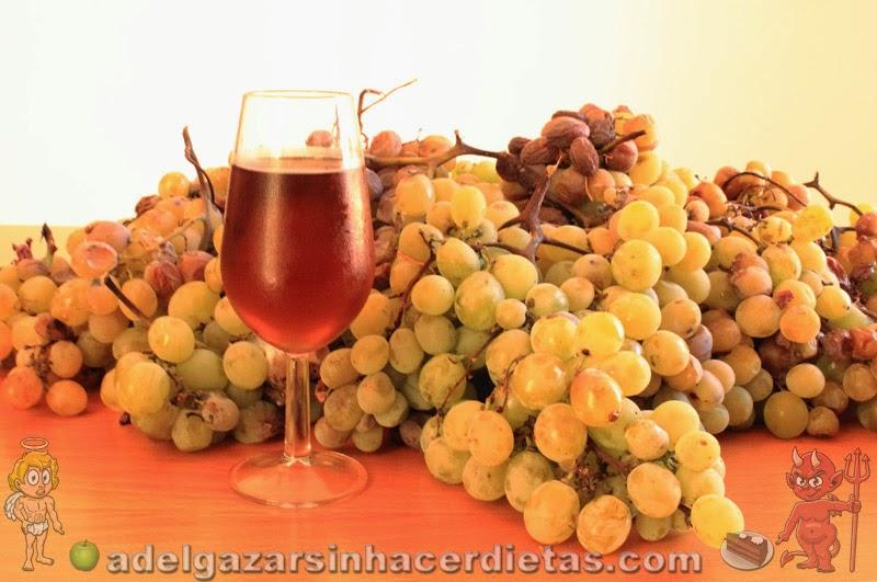 CON VIDEO. Cómo hacer VINO MOSCATEL CASERO (con uvas pasas) de manera fácil y saludable, sin aditivos, solo con un ingrediente: la uva, tal como se hacía antiguamente y utensilios normales de cocina.