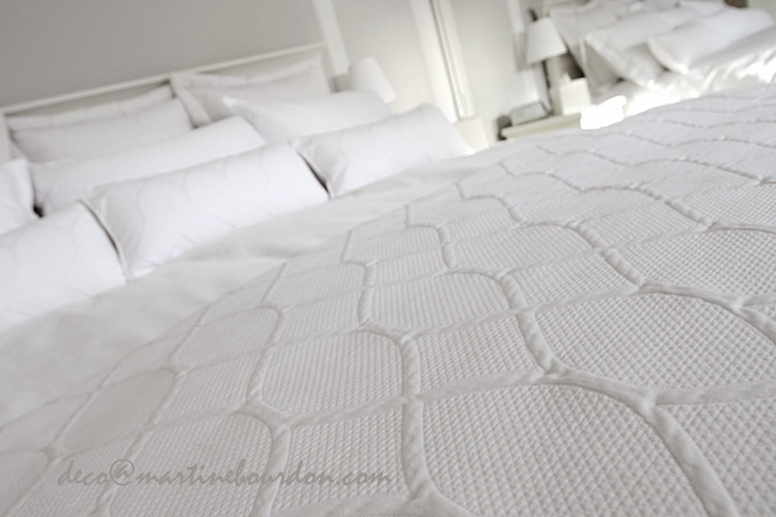 L\'ESPACE DÉCO: Beaucoup de blanc, un peu de gris. Chambre et salle ...