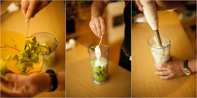 сметана и авокадо в блендере