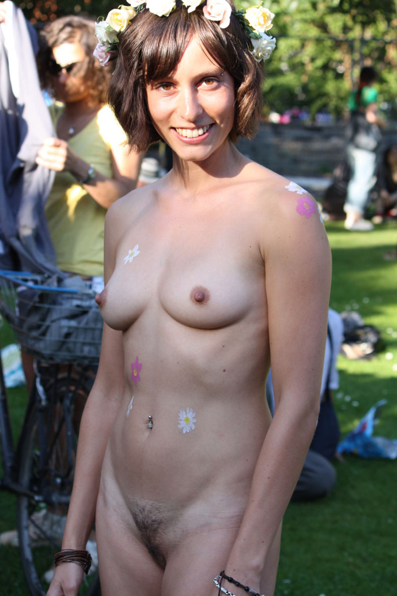 naked hippy chick