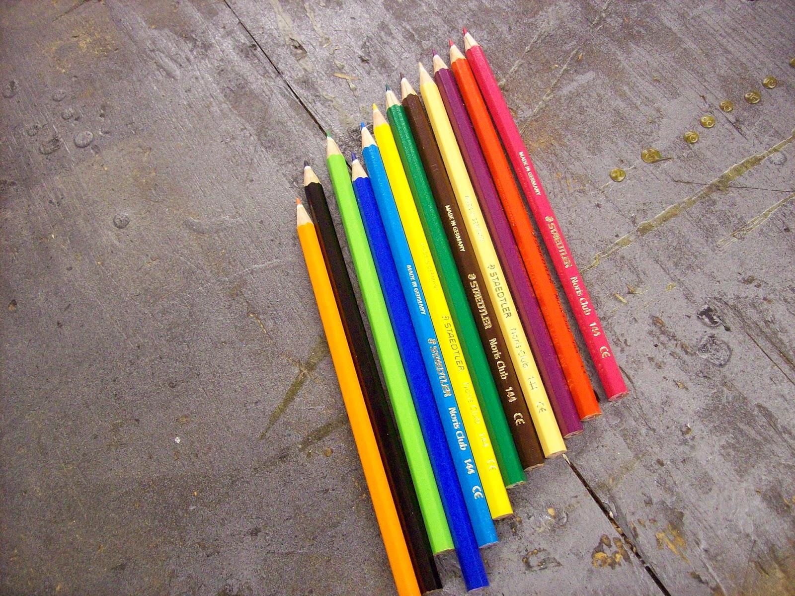Вазочка из цветных карандашей своими руками