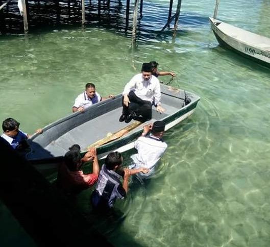 Jeti roboh, Shafie Apdal terjunam ke dalam laut