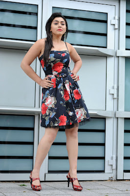 Hansika Motwani beautiful Smile Bollywood South Indian Super Star  wallpaper look nice goreous nice smile beautiful legs long legs
