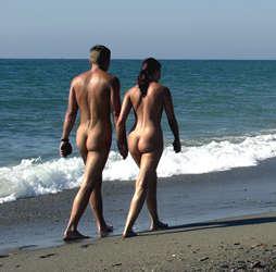 fotos de mujeres haciendo nudismo: