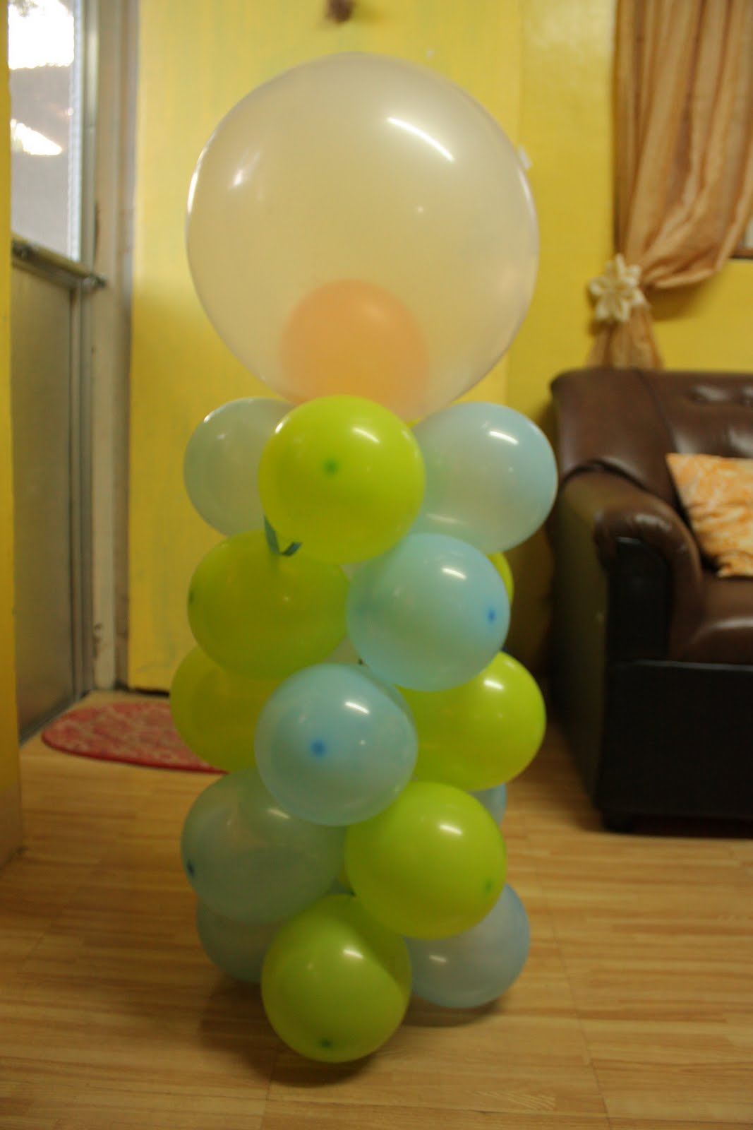 The Manic Mama: MY DIY Balloon Decoration Practice