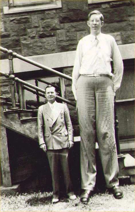 Robert Wadlow: the unique life of the boy who became the world's tallest man. Shoreline, WA: Nose in a Book Pub. OCLC