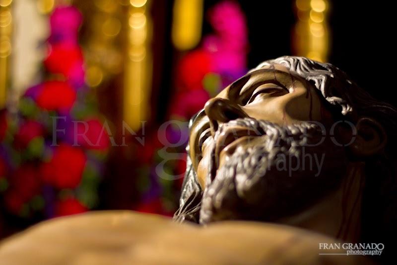 http://franciscogranadopatero35.blogspot.com/2015/05/el-cristo-yacente-de-la-hdad-del-santo.html