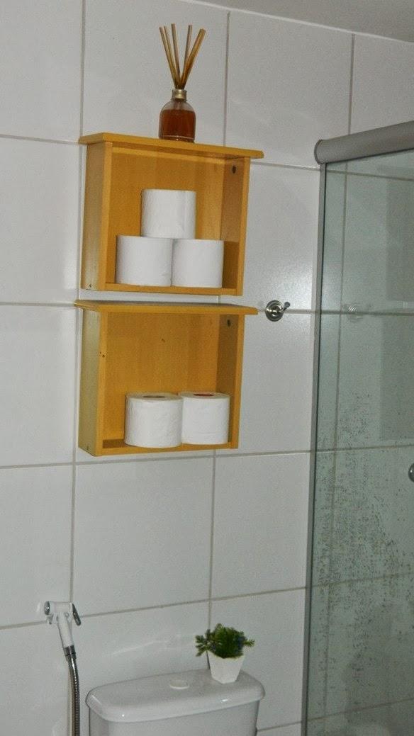 Gavetas ¨Repaginadas¨ se transformaram em Nichos com pastilhas de vidro para  -> Banheiro Feminino Bla Bla Bla