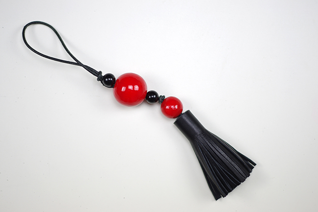 DIY Bag Tassel Charm {via www.fashionrolla.com}