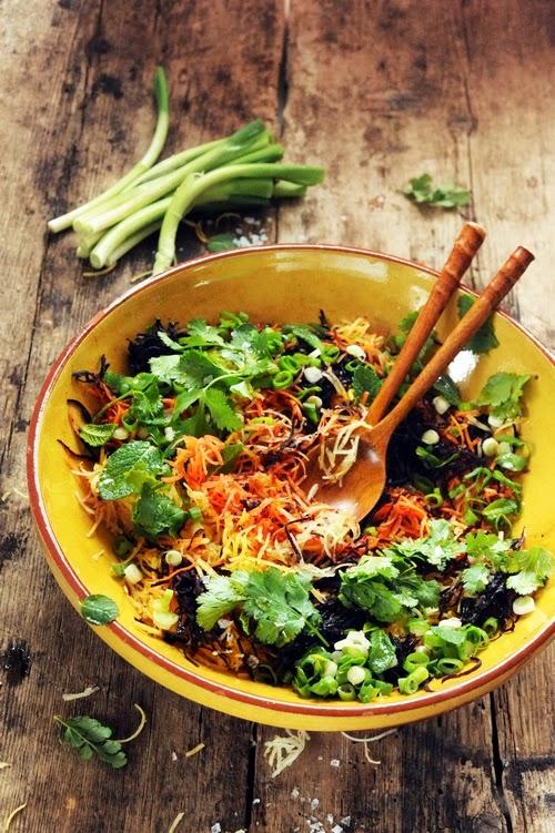 Et si les carottes râpées étaient une gourmandise et pas une punition ? Carottes multicolores râpées aux herbes parfumées !