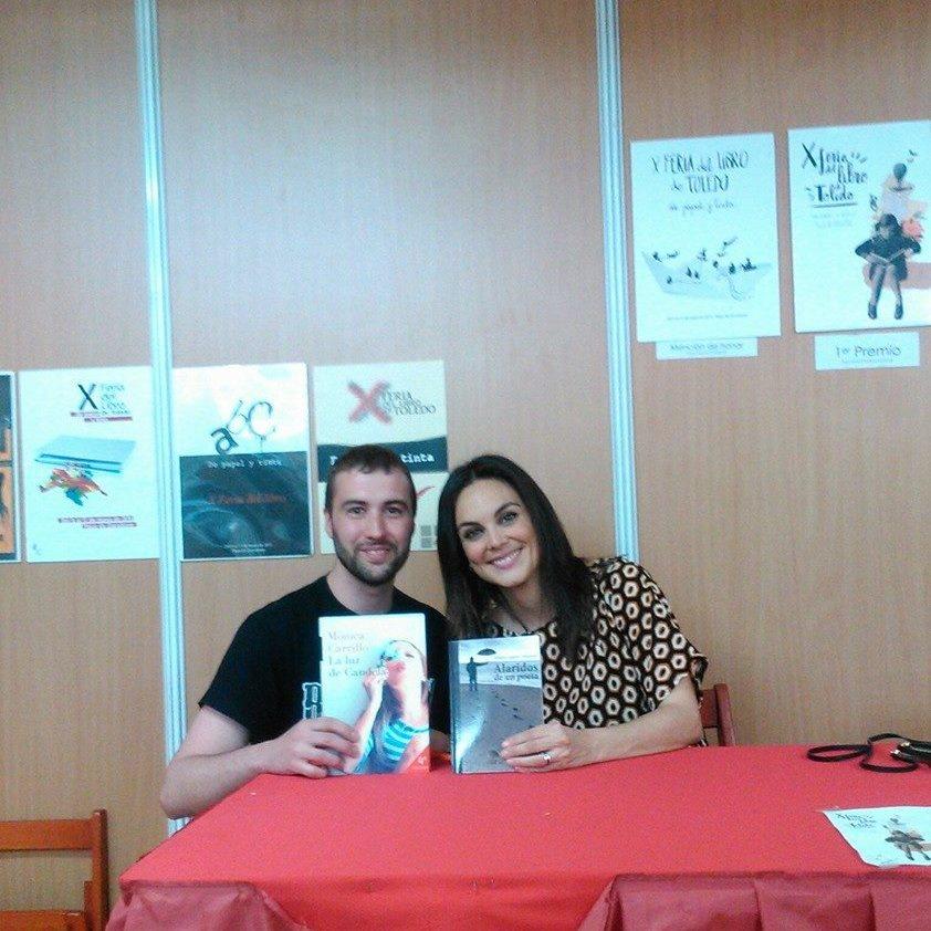 Firma de Libros con Mónica Carrillo