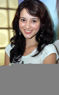 Julie Estelle Photos