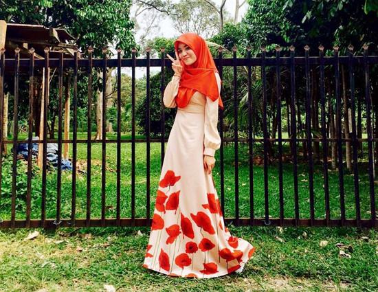 Penyanyi dan Blogger Ainan Tasneem Sambung Master di Uitm Shah Alam