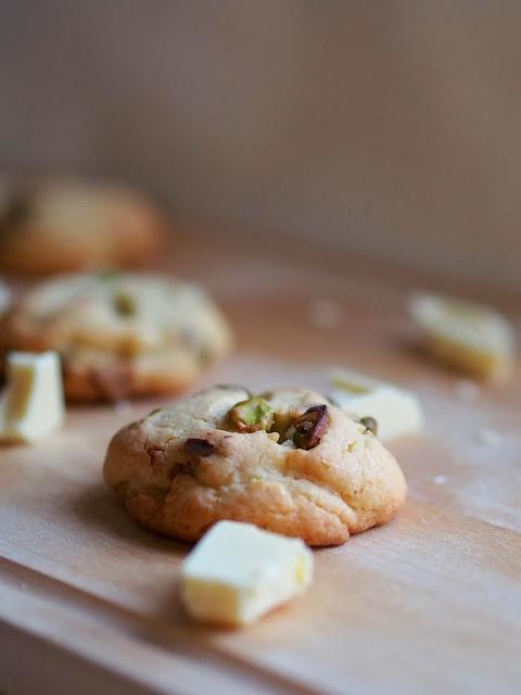 Pistachio White Chocolate Cookies – Pistaasi-valkosuklaa keksit