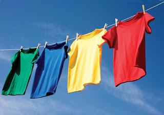 besparen door kleren te drogen aan een waslijn
