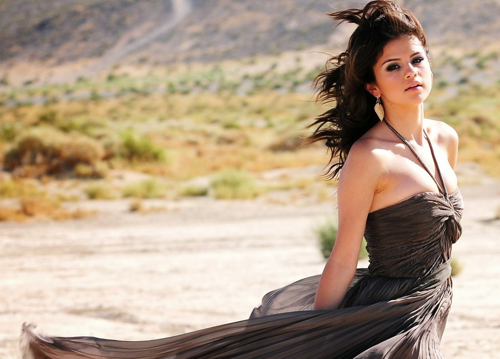 Selena Gomez HD Wallpapers Free Download