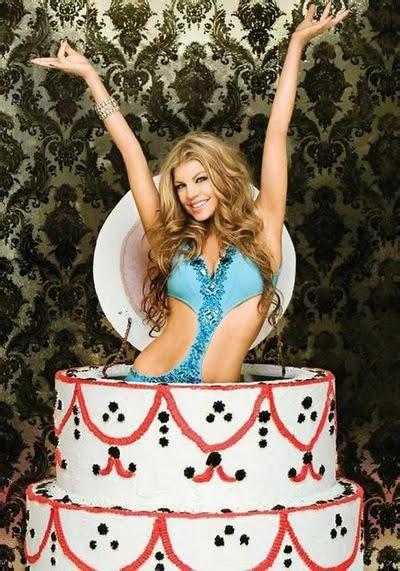 Голая девочка с тортом фото