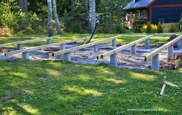 Trädgård Grus : Annikas trädgård grus plintar och bärlinor
