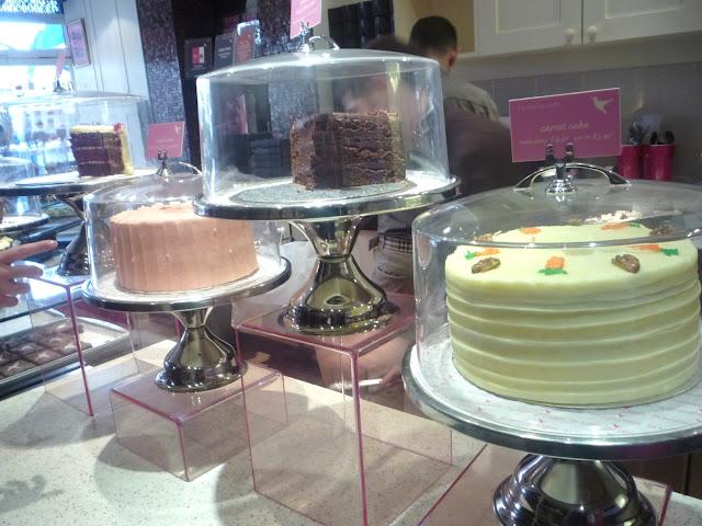 torta di carote e noci della famosa hummingbird bakery di londra