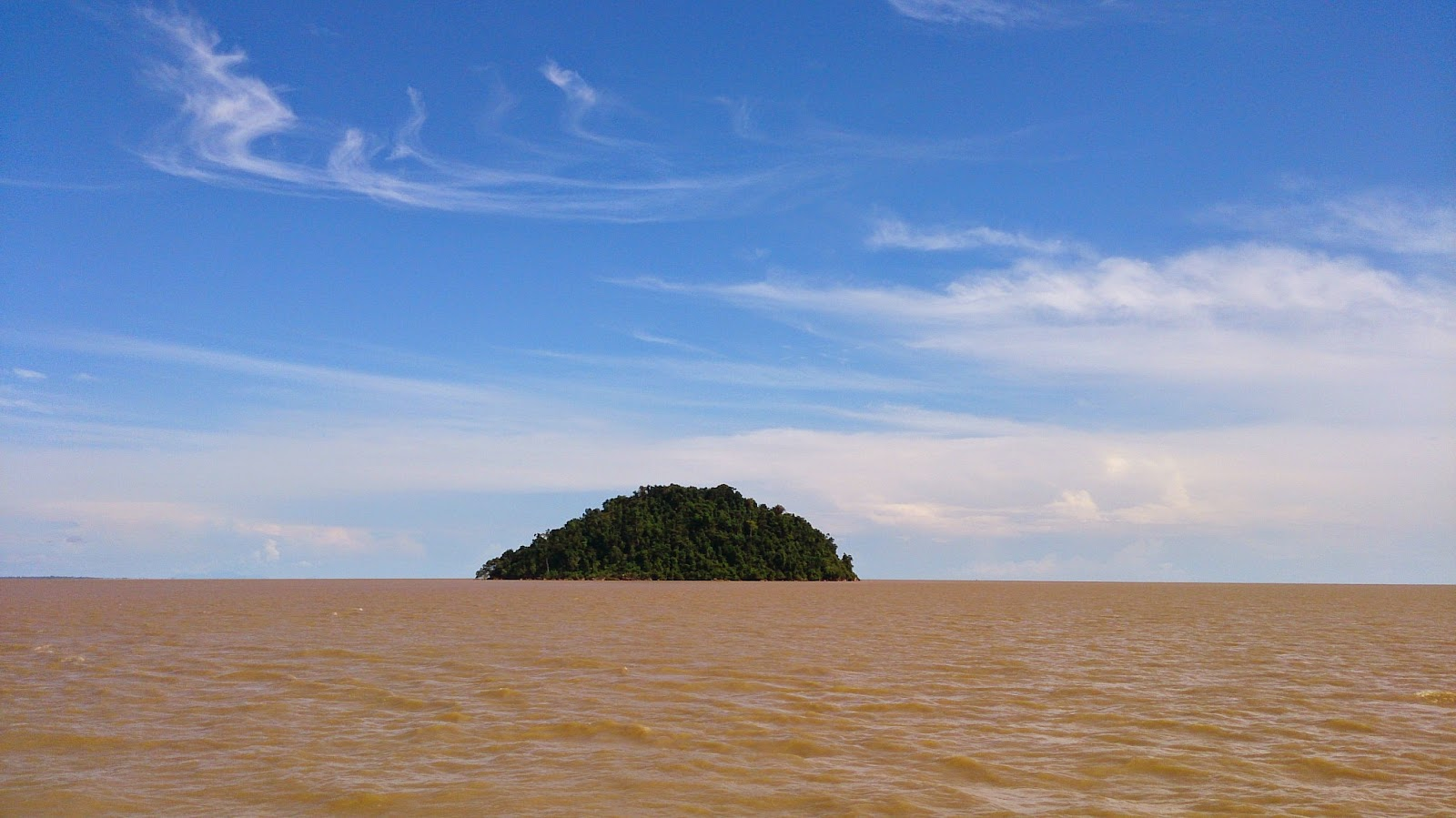 An island in the middle of Batang Lupar river mouth. Pix : Nelson's Adventure