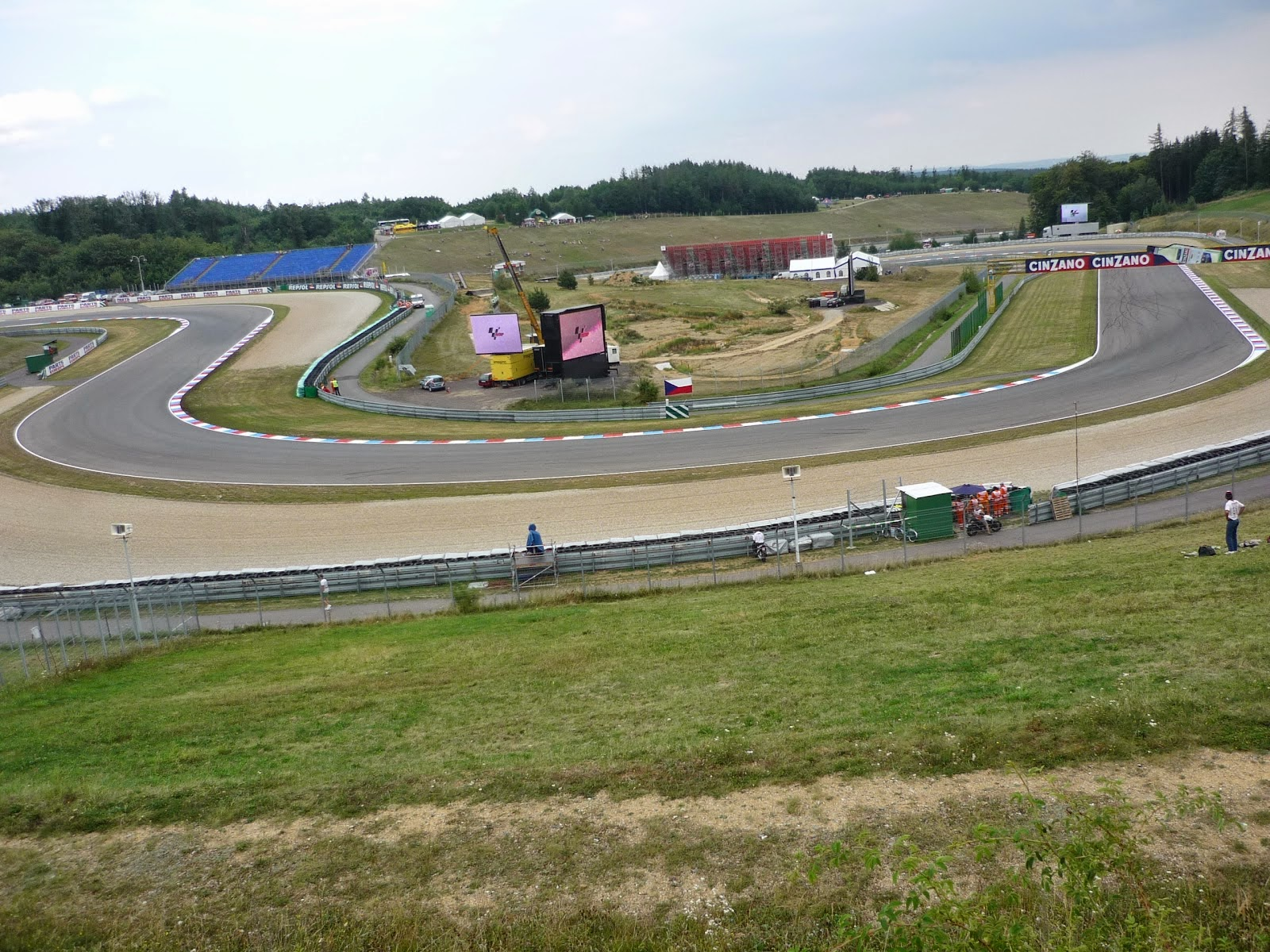 enlazadas de curvas en el circuito de Brno