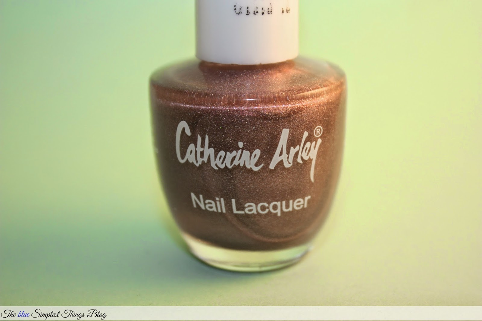 "alt=""CATHERINE-ARLEY-NUDE-HOLOGRAPHIC""/>"