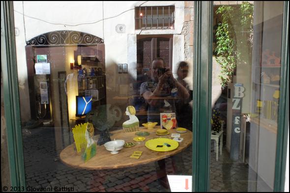 Autoritratto in vetrina con Fujifilm X20