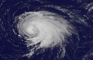 Tropischer Sturm LESLIE ist jetzt ein Hurrikan und zieht nach Bermuda, Leslie, aktuell, Satellitenbild Satellitenbilder, Bermudas, Atlantische Hurrikansaison, Hurrikansaison 2012, Vorhersage Forecast Prognose, September, 2012,