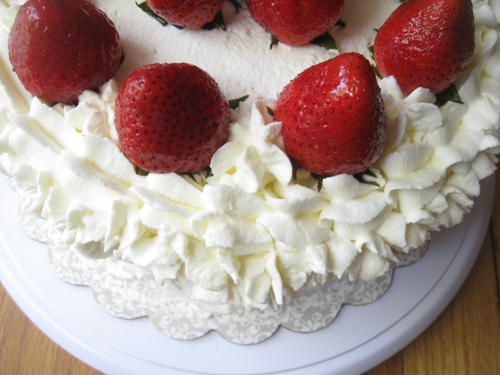 Cake Decoration Fresh Cream : Strawberry Emulsified Sponge Cream Cake Beachloverkitchen