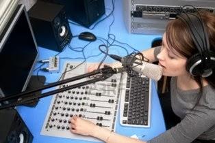 Syarat Jadi Penyiar Radio