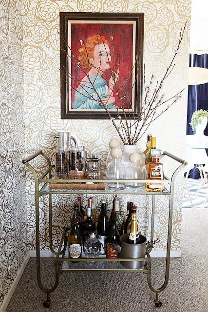 camarera vintage como carrito de bebidas en color plateado