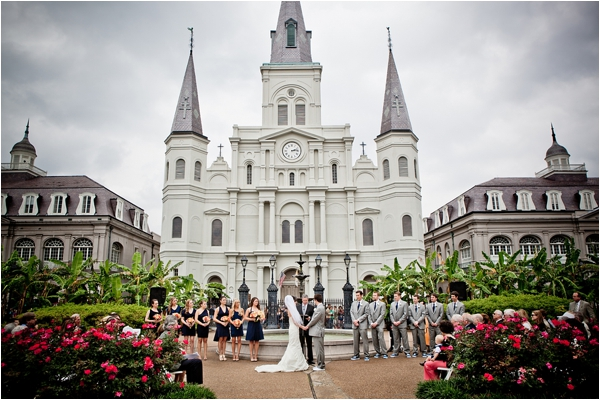 outdoor ceremony via Fab You Bliss (http://fabyoubliss.com/2012/12/12/the-clouds-part-with-perfect-timing-for-this-rainy-day-navy-gray-new-orleans-wedding/)