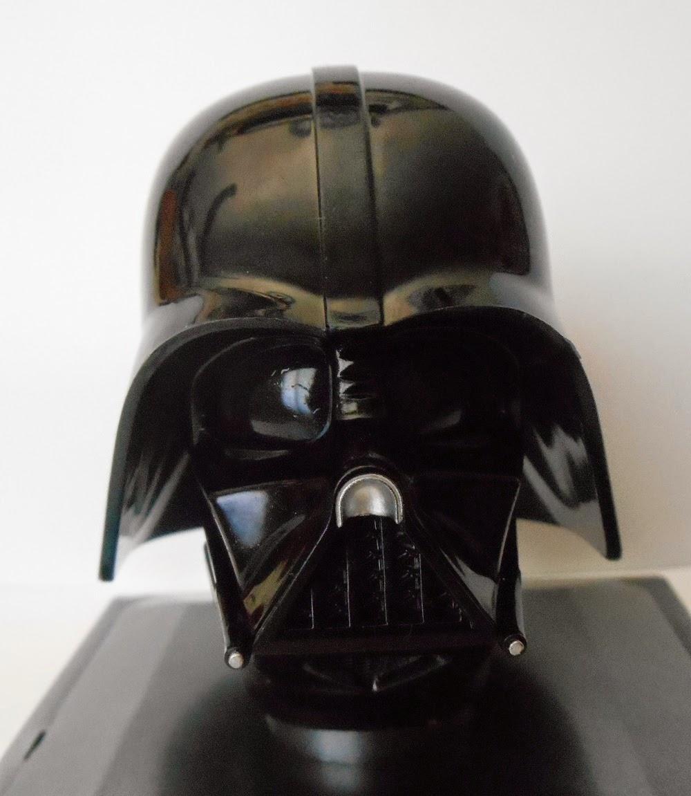 casco a escala de Darth Vader