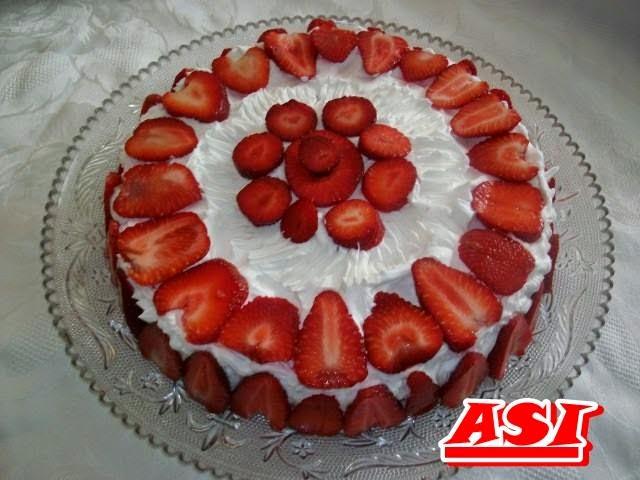 Recept: Lagani kolac sa jagodama torta
