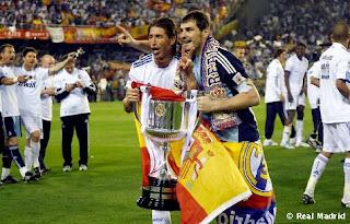راموس يشكر كاسياس للتصويت له في جائزه الكره الذهبيه  Casillas%2By%2Bramos%2Bcampeones